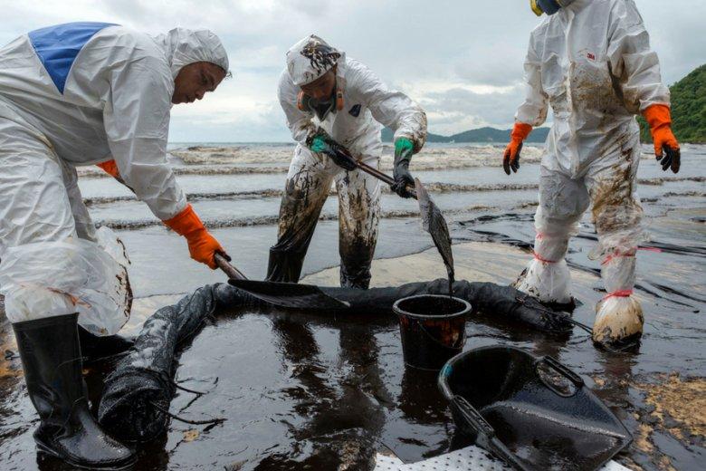 Pięć lat temu wyciek 50 tys. l ropy na wiele tygodni zanieczyścił wybrzeża tajskiej wyspy Samet. Teraz Szwedzi mogą mieć podobny problem.