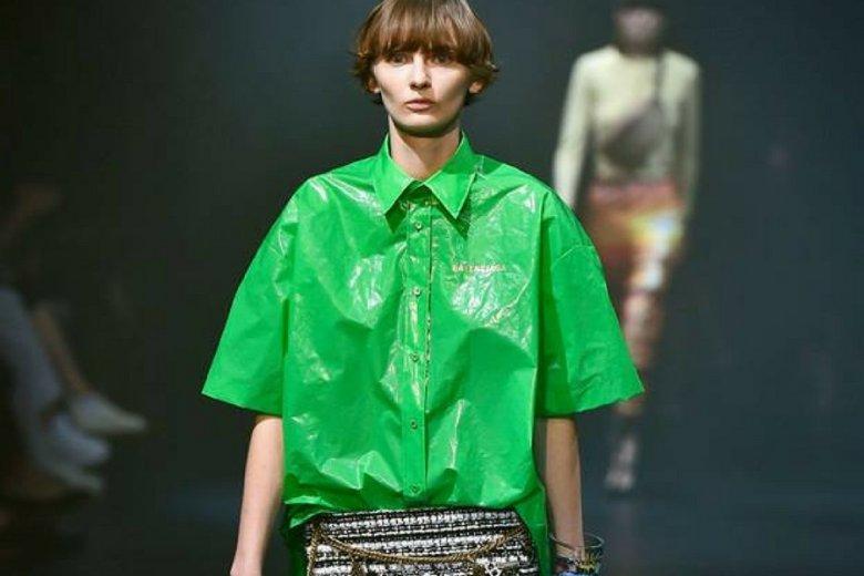 Koszule francuskiego domu mody to 100-procentowy polietylen.