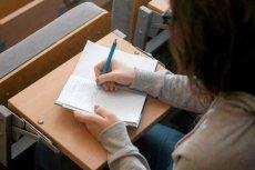 Studenci w sądzie wygrywają walkę o stypendia, ale ministerstwo nigdy ich nie wypłaca
