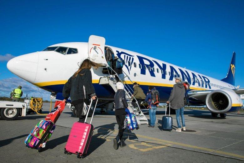 Rodzice poparzonego dziecka pozwali Ryanair. Po kilku latach w końcu padł wyrok. Firma zapłaci 150 tys. euro odszkodowania.
