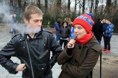 Niemal połowa aromatów stosowanych w e-papierosach może powodować większą produkcję wolnych rodników.