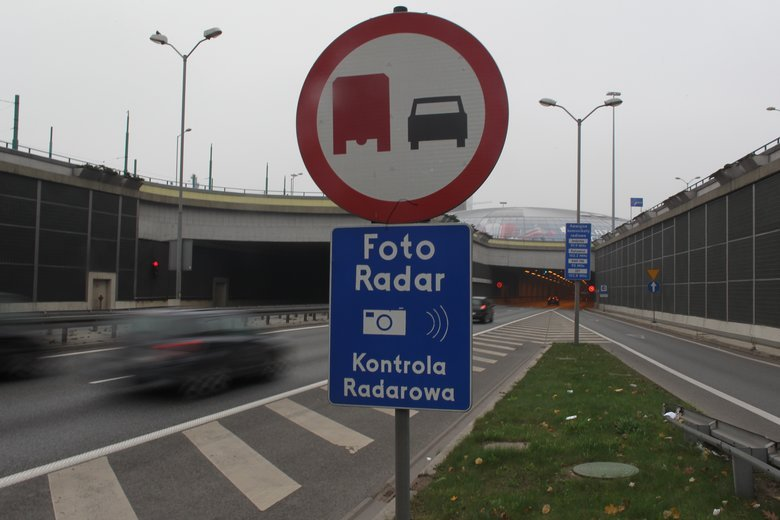 W ciągu dwóch lat na wszystkich polskich drogach pojawi się 358 nowych fotoradarów.