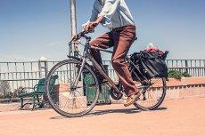 Jeżdżenie na rowerze do pracy to oszczędność rzędu nawet 2000 zł rocznie. Zyskujemy też 2 dodatkowe tygodnie życia