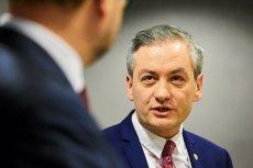 Robert Biedroń w jednym z wywiadów stwierdził, że najsłabiej zarabiające urzędniczki w Słupsku zwalniają się po otrzymani wypłat z 500+