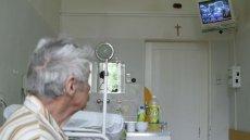 Najbiedniejsze szpitale dostaną dofinansowanie z okazji nadchodzących wyborów. To niczym klejenie plastrem otwartej rany