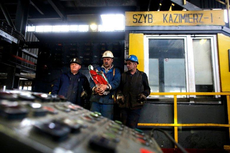 Górnicy domagają się wypłaty premii z zysków firmy, która... przynosi straty.