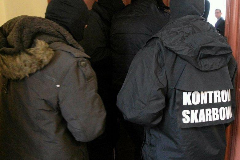 Tysiącom bezprawnie zwolnionych urzędników obecnej KAS trzebe będzie wypłacić nawet 100 - 150 mln zł odpraw i odszkodowań