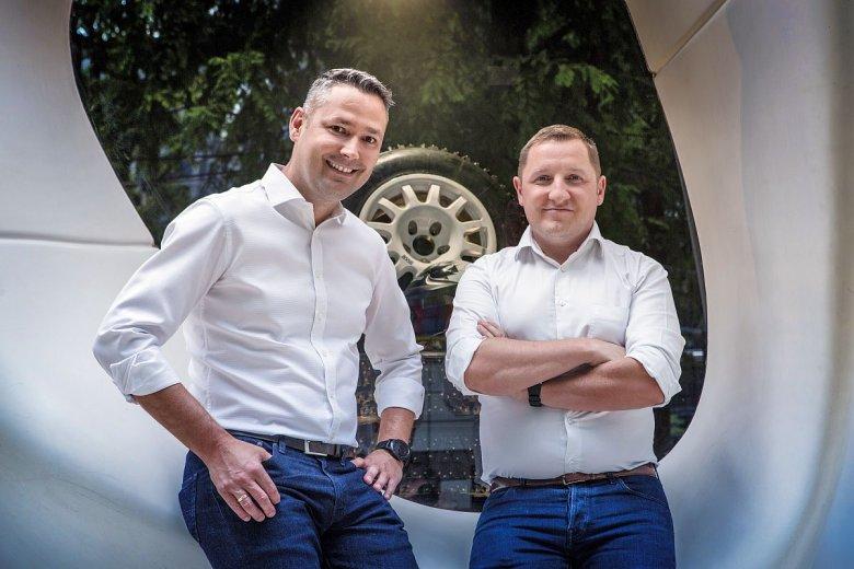 Łukasz Domański, współtwórca i prezes Carsmile i Marcin Szulc, dyrektor handlowy i rozwoju biznesu Cofidis w Polsce.