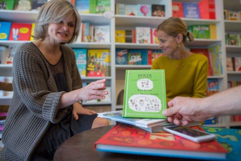 """Ewa Staisny prezentuje książeczkę, która """"nie rokowała"""", a stała się hitem."""