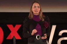 Joanna Bagniewska podczas wystąpienia na TEDxWarsaw.