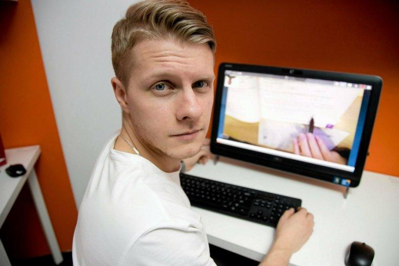 """Łukasz Krysztopik ze start-upu """"Nauczymy Cię""""."""