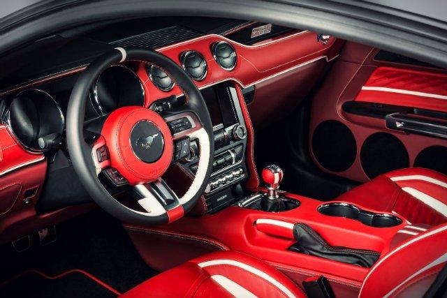Luksusowe auta wśród, których znajdziemy Porsche, Aston Martiny, Lamborghini czy Mercedesy dostają się w ręce zespołu designerskiego, który obmyśla w jaki sposób dopasować je do charakteru właściciela