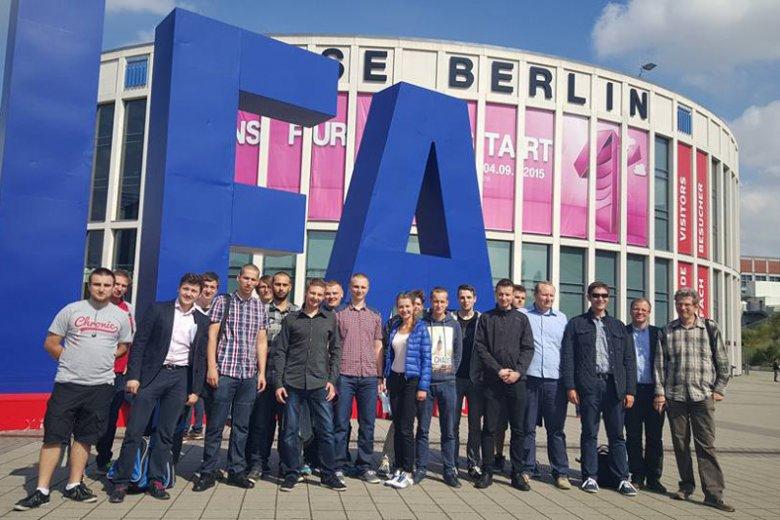Uczestnicy projektu Samsung LABO na targach w Berlinie.