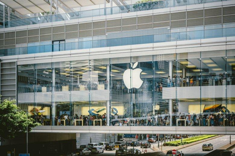Apple, ale również Google, Twitter i Facebook, wszyscy próbują swoich siły w FinTechu.