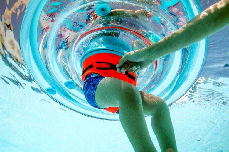Decathlon ostrzega przed kółkiem do pływania dla dzieci - należy oddać je do sklepu