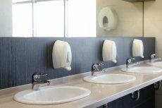 W jednej z bartoszyckich firm pracownice były nagrywane przez ochroniarza nawet w toalecie.