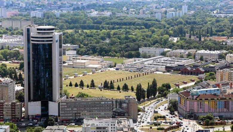 Wieżowiec Millenium Plaza, w którym urzęduje polski oddział Dell. Kontrolerzy UOKiK-u przeszukali Dell i Dell EMC, sprawdzając, czy firma nie zawarła z partnerami handlowymi niedozwolonego układu wertykalnego, który uderza w gwarantowaną prawem konkurency