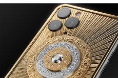 Telefon za 550 tys. złotych to iPhone 11 Pro pokryty złotem i diamentami. To limitowana edycja Credo Diamond Christmass Star.