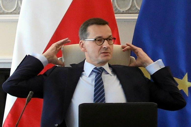Premier już wie, czemu Polacy emigrują: to przez lukę VAT