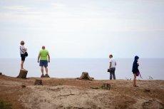 Goła połać terenu mająca łączyć Bałtyk z mierzeją stała się atrakcją turystyczną.