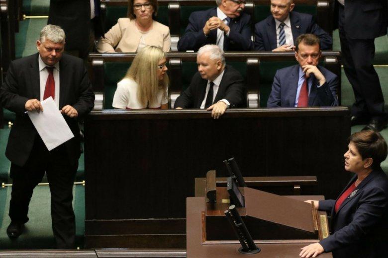 7 lipca 2017 r. Premier Beata Szydło w czasie porannych głosowań m.in. nad wotum nieufności dla szefa MSW, Mariusza Błaszczaka. Wkrótce posłowie zagłosują nad ustawą, którą przewróci do góry nogami rynek importu gazu.