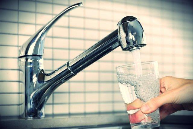 Woda z kranu jest lepsza od butelkowej, z co najmniej kilku powodów