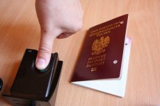 Paszporty wydane na 100-lecie niepodległości zawierają istotny błąd - alarmują historycy