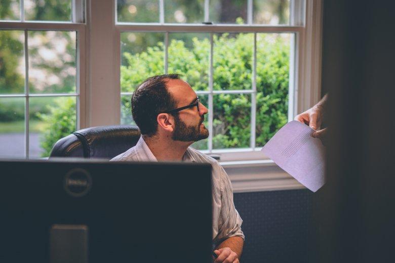 Mobbingowany może latami czuć się gorszym pracownikiem, nawet jeśli zmienił już pracę.