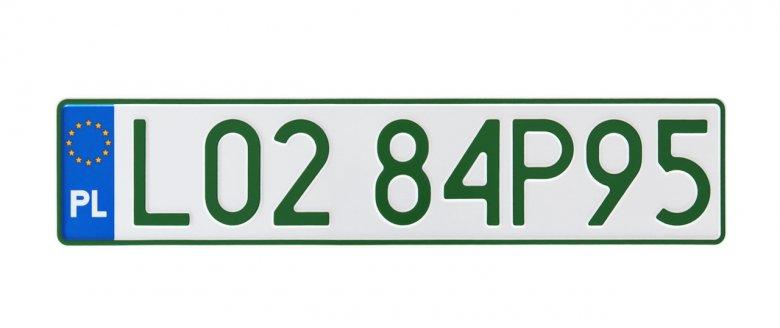 Profesjonalna rejestracja pojazdów wprowadza tablice w zielonym kolorze.