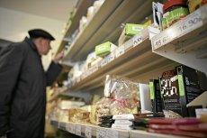 Coraz częściej sklepy promują żywność z bliską datą przydatności do spożycia, można ją kupić za pół ceny