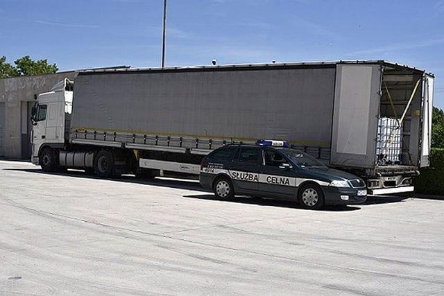 Ciężarówka zatrzymana przez celników