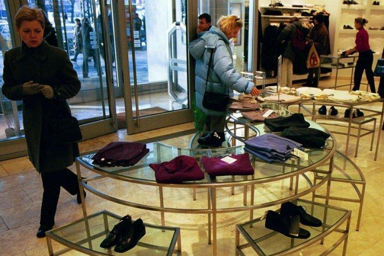 W tureckiej fabryce pracującej dla marki Zara oszukano pracowników, teraz oni zaszywają apel do klientów w ubraniach.