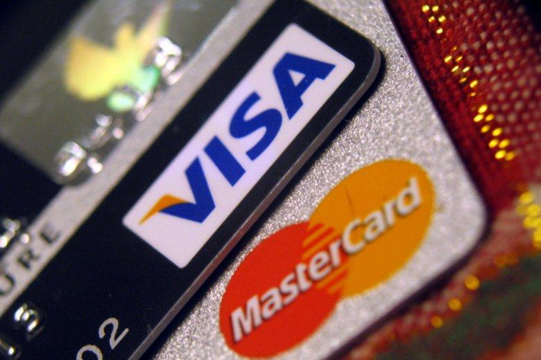 Polskie banki dadzą pstryczka Visie i Mastercard? Chcą stworzyć własną sieć bankomatów i zapewnić bezpłatne wypłaty.