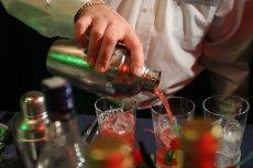 Według danych GUS, Polacy piją coraz więcej mocnych trunków i piwa