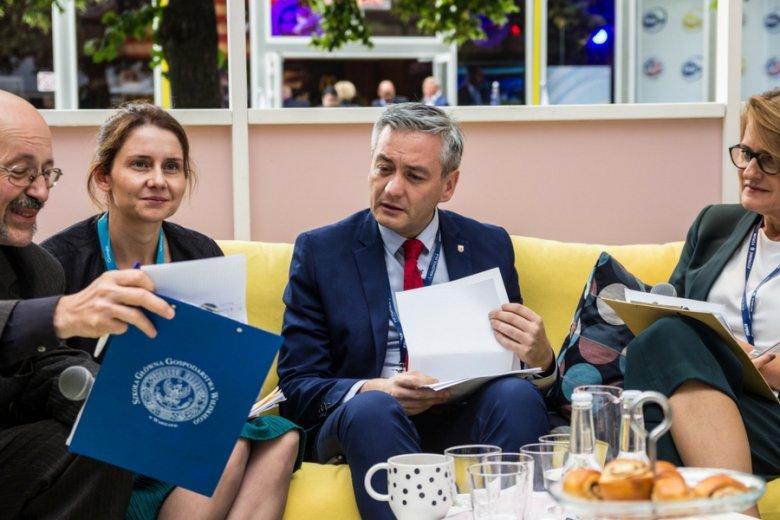 Jacek Karczewski (Politechnika Warszawska), Marta Guzek (Google), Robert Biedroń (prezydent Słupska), Iwona Szczęka (IKEA Retail Polska)