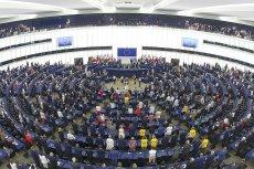 Pzez 15 lat Polska dostała z Unii Europejskiej 163 miliardy euro, wpłaciła zaś 53 miliardy. Najwięcej otrzymaliśmy na politykę spójności (103 mld euro) i rolnictwo (55 mld euro).