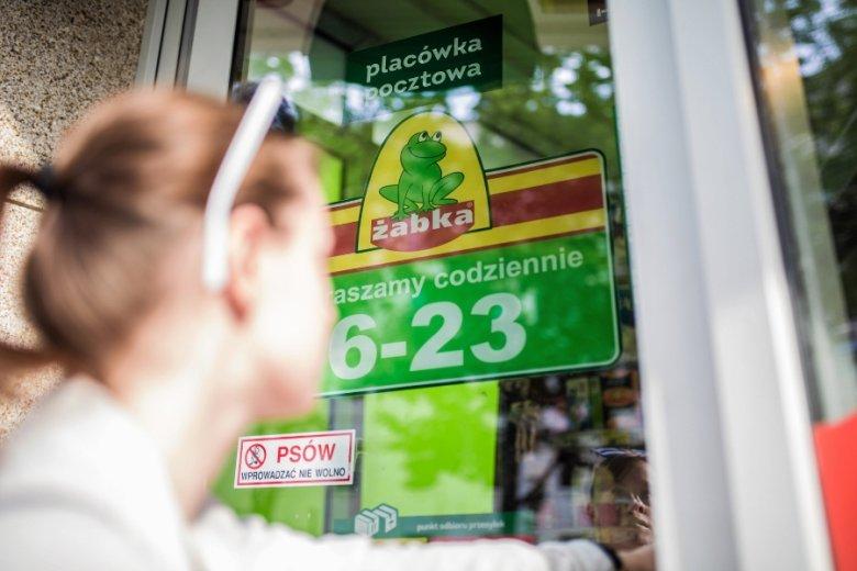 Sieć Żabka coraz bardziej przypomina bary czy bistro z ofertą gastronomiczną. Chce też wprowadzić na rynek koncept sklepu bezobsługowego.