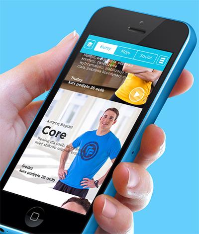 Aplikacja mobilna umożliwia ćwiczenie w warunkach domowych pod kierunkiem trenera video.