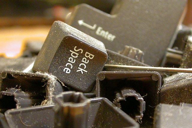 Archaiczne sprzęty szybkością reakcji potrafią kilkukrotnie przebić nowe komputery.