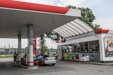 Rzecznik rządu zdementował doniesienia o planach rozszerzenia zakazu handu w niedzielę na stacje paliw.
