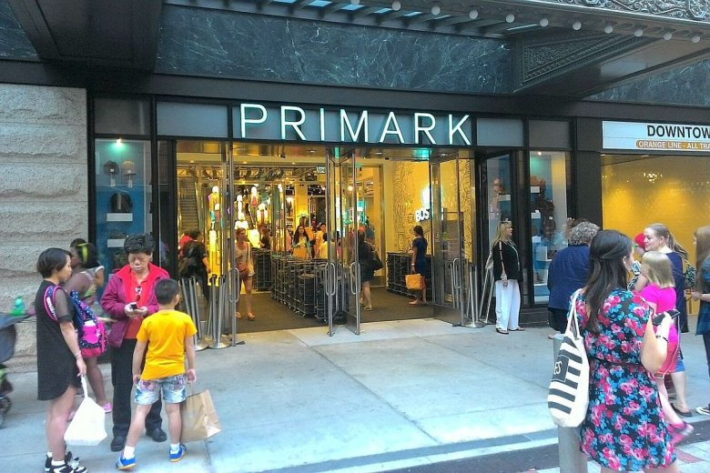 Primark ma łącznie ponad 370 sklepów i niemal 1,5 mln m kw. powierzchni handlowej w 12 krajach. Zatrudnia ponad 75 tys. osób.