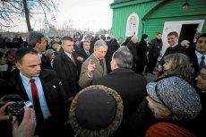 Książę Karol w Kruszynianach, w 2010 r. Po latach następca tronu sfinansuje odbudowę miejscowej tatarskiej restauracji.