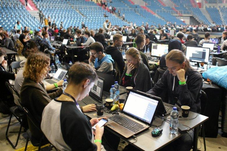 Resort obrony próbuje znaleźć rekrutów wśród uczestników hackatonów takich jak Hack Yeah.