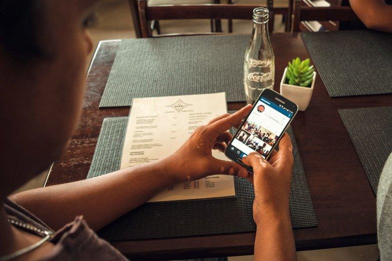 Opłacone opinie można znaleźć również w serwisach wyszukujących restauracje, hotele i inne usługi