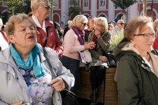 Głodowe emerytury sprawiają, że seniorów nie stać na opłacenie czynszy. Z problemem zmagająsię szczególnie kobiety.