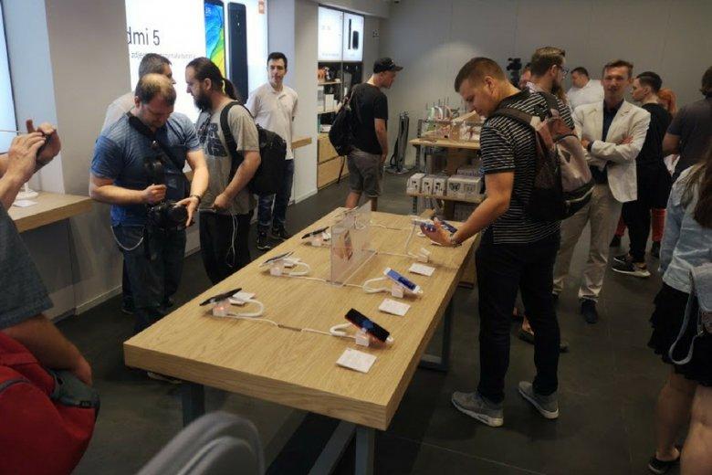 Tłumów na otwarciu salonu Xiaomi w warszawskiej Arkadii nie było. Ale sklep jest naprawdę fajny i pełen ciekawych produktów w dobrych cenach.