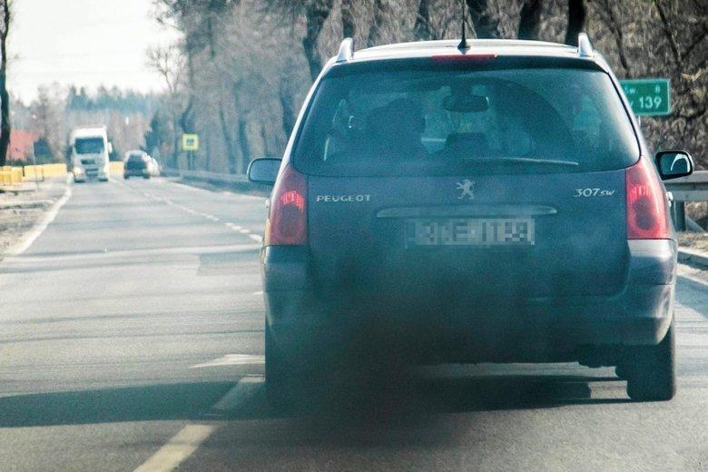 Przeciętny sprowadzony do Polski samochód z dieslem emituje 12,5 raza więcej tlenku azotu niż wynosi dopuszczalna norma.