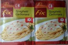 Fix Spaghetti Carbonara. Skład i waga bez zmian, te opakowania różnią się jedynie datą produkcji. A jednak jedno z nich jest przeznaczone dla dwóch osób, a drugie - dla trzech.