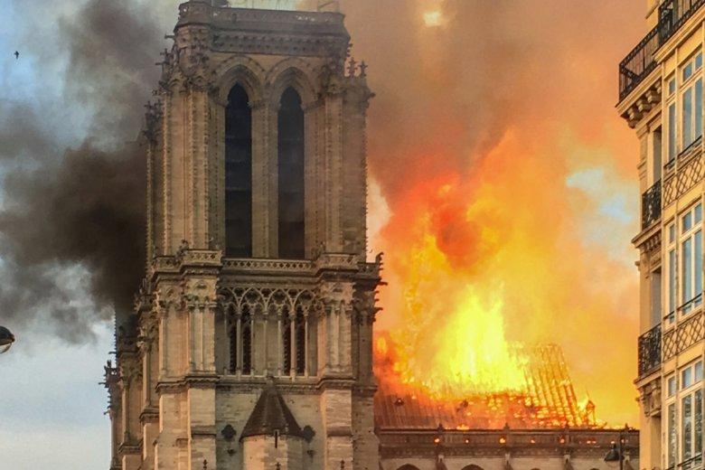 Ruszyła zbiórka pieniędzy na odbudowę katedry Notre Dame. Pierwszy 100 mln euro na odbudowę zadeklarował François-Henri Pinault, właściciel marki Gucci.