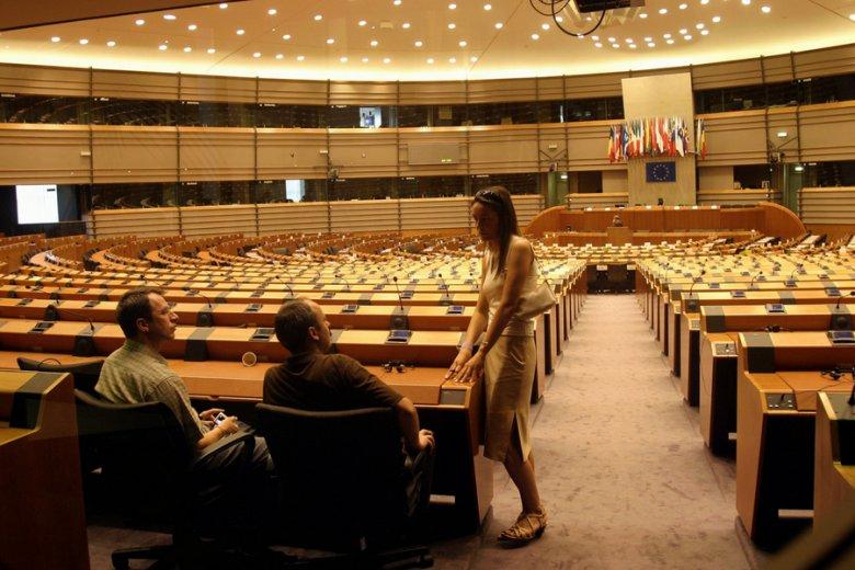 Głosowanie nad dyrektywą o pracownikach delegowanych odbyło się chaotycznie, a część polskich polityków zagłosowała wbrew intencjom.